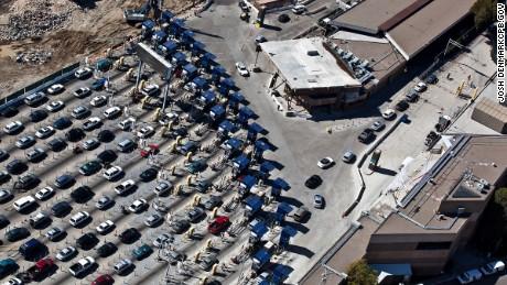 La administración de Trump limita los viajes no esenciales entre EE. UU. Y México