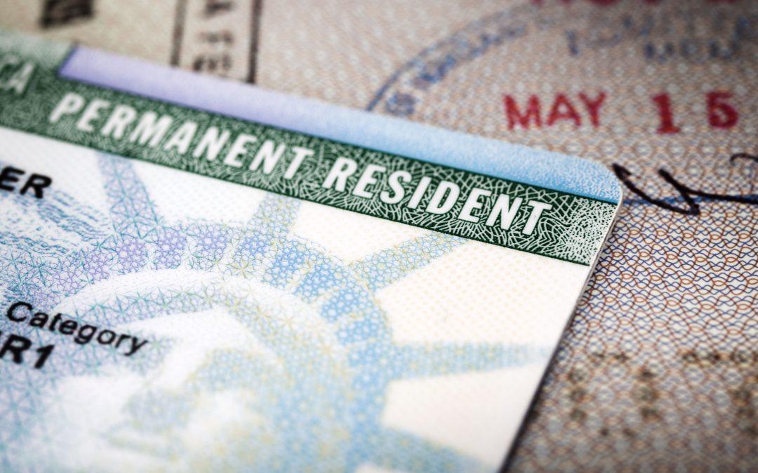 Trump dice que la orden de inmigración se aplicará solo a las Green Cards y durará 60 días