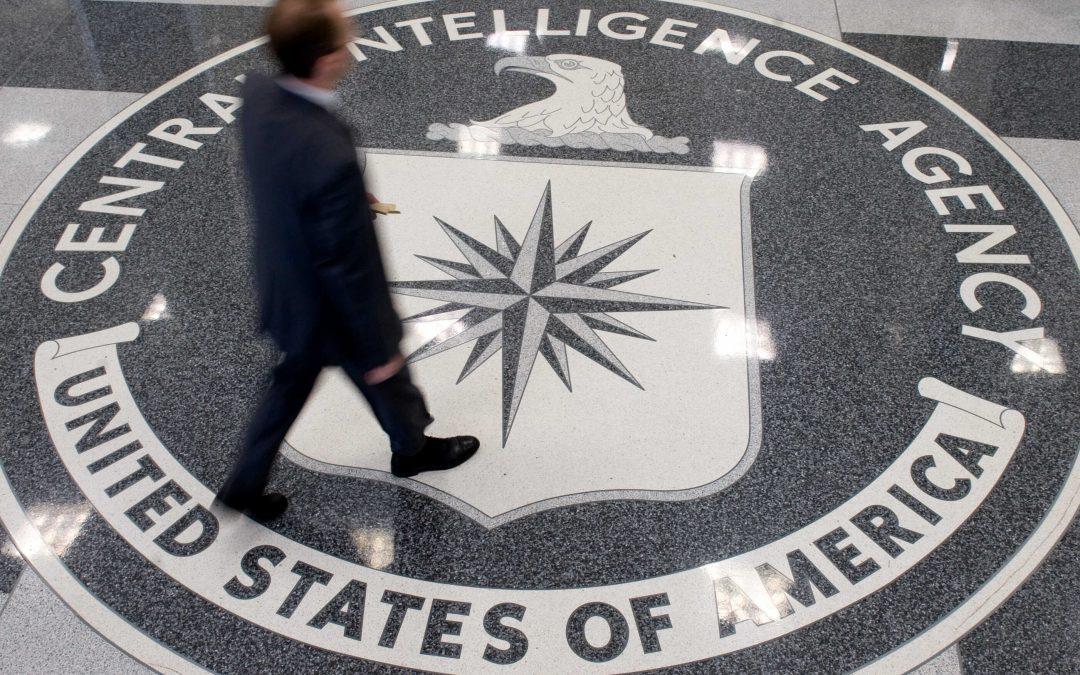 Fingió ser un agente de la CIA y robó más de 4 millones de dólares