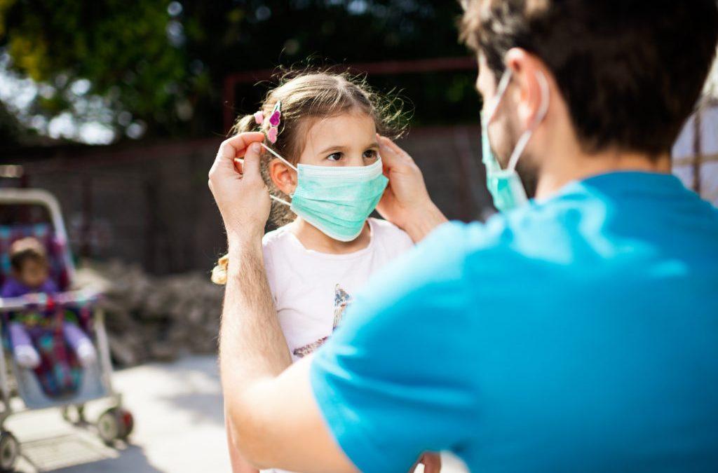 OMS no ve obligatorio el uso de mascarillas en niños menores de 5 años