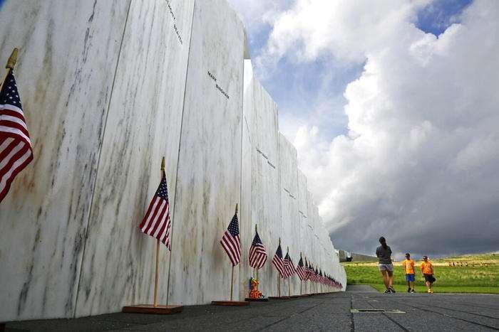 """""""Sus voces sonarán para siempre"""": una torre de campanas recién completada homenajea a las víctimas del Vuelo 93 en los ataques del 11 de septiembre"""