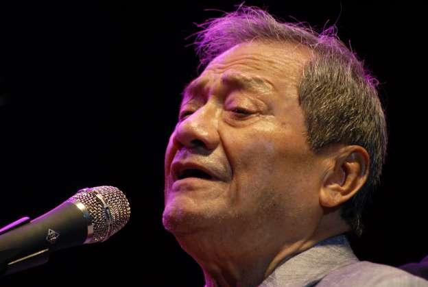 El compositor mexicano Armando Manzanero, de 85 años, es hospitalizado tras contraer el coronavirus