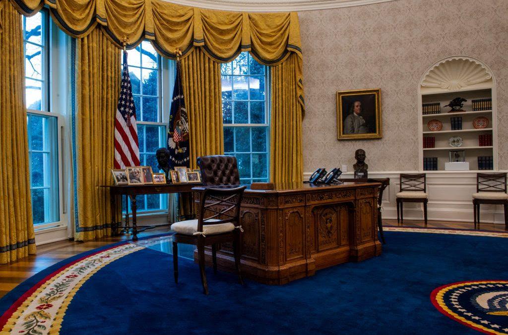 "Biden quitó un curioso ""botón rojo"" que Trump instaló para pedir Coca-Cola"