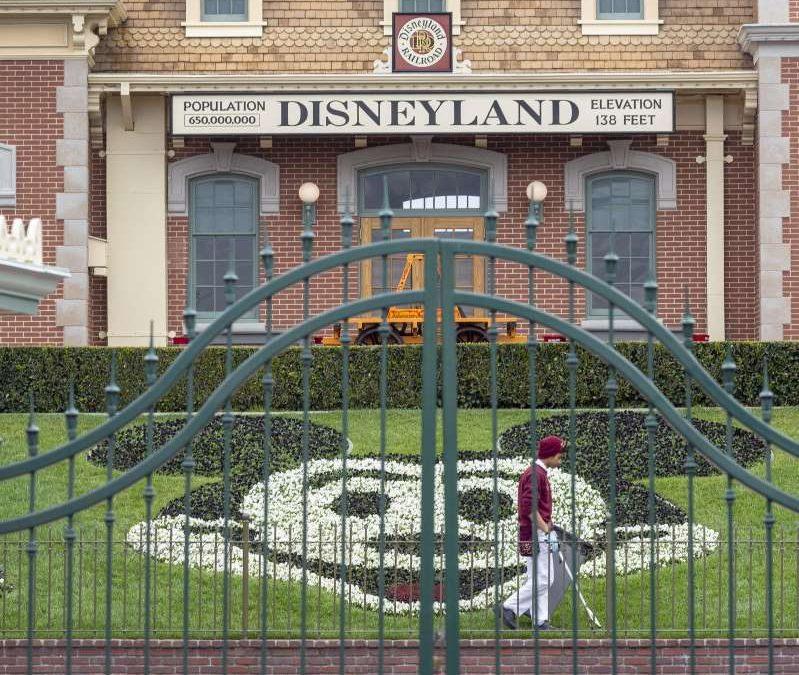 """Disneyland se convertirá en un """"súper"""" sitio de vacunación contra COVID"""