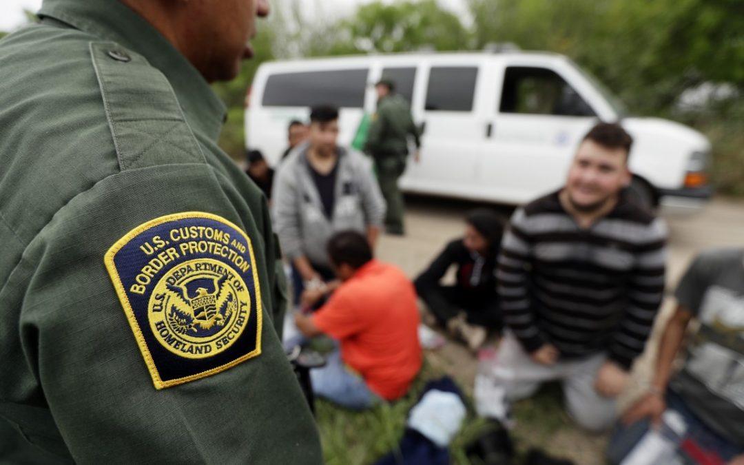 La administración de Biden permitirá que 25.000 solicitantes de asilo ingresen a EE. UU. Como parte del sistema para manejar el retraso