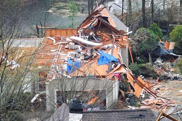 Varios muertos en Alabama por una oleada de destructivos tornados que mantiene en alerta el sur del país