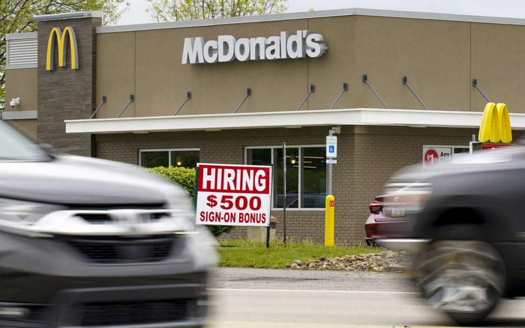 Los estados comienzan a suspender las ayudas por desempleo