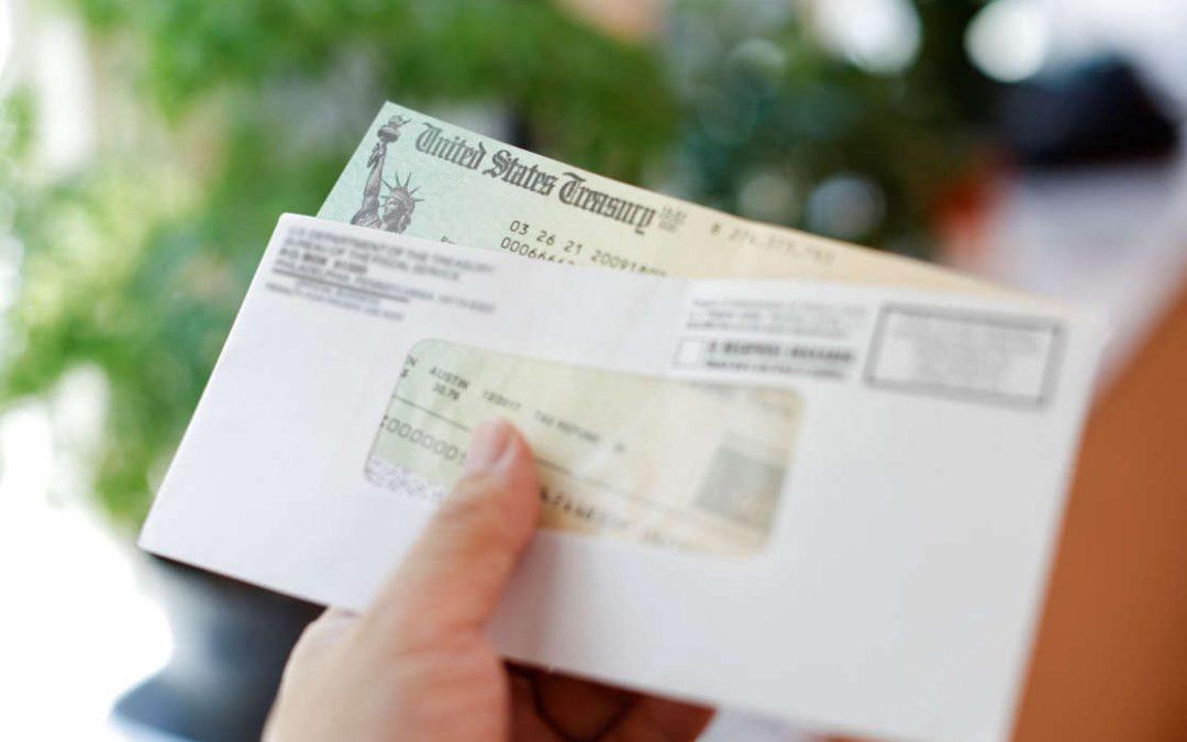 Si recibes esta carta del IRS te pueden tocar hasta $300 al mes por hijo