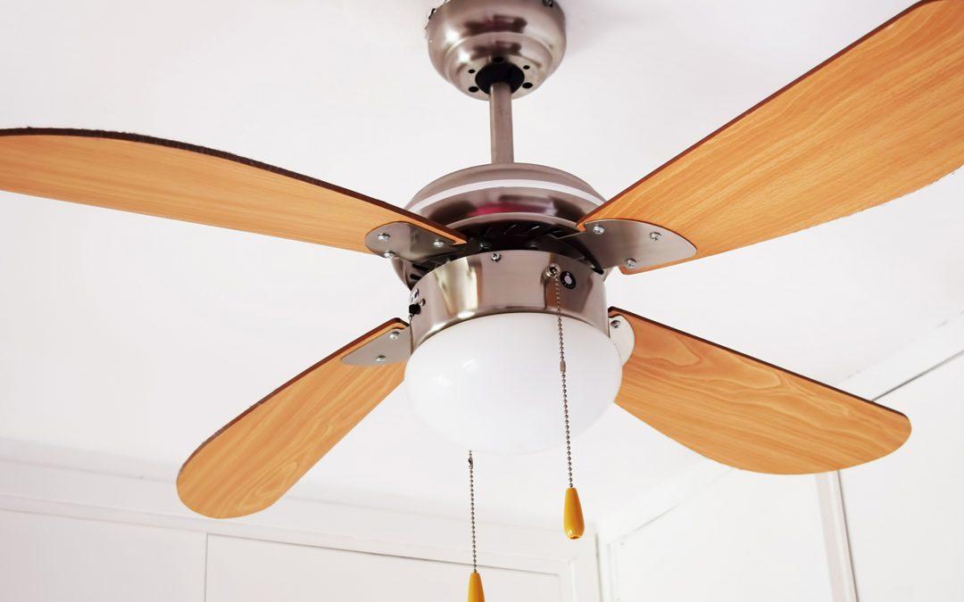 Cómo usar ventiladores para refrescarse a sí mismo y a su factura de energía